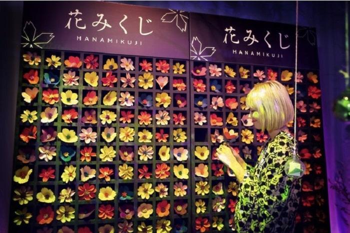 Trải nghiệm xem bói NAKED URANAI kết hợp nghệ thuật và công nghệ giữa lòng thủ đô Nhật Bản